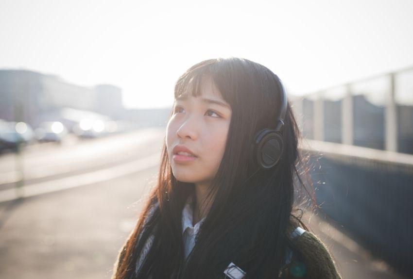 woman-wearing-headphones-850.jpg